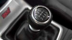 Cours de conduite avec une voiture à boîte manuelle